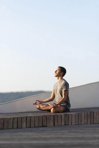 full-shot-man-doing-sukhasana-pose-outdoor (FILEminimizer)